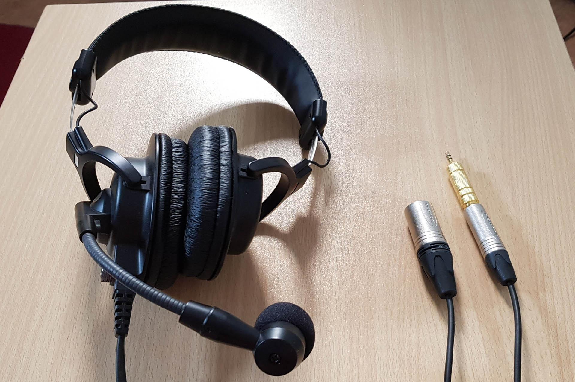 Headphones 1920x1277