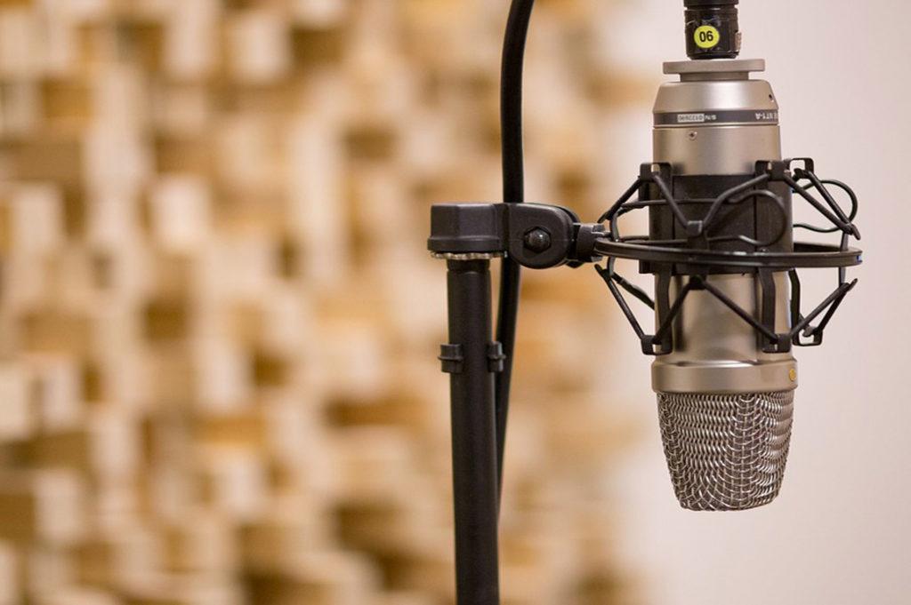 microphone recording studio 1920x1277